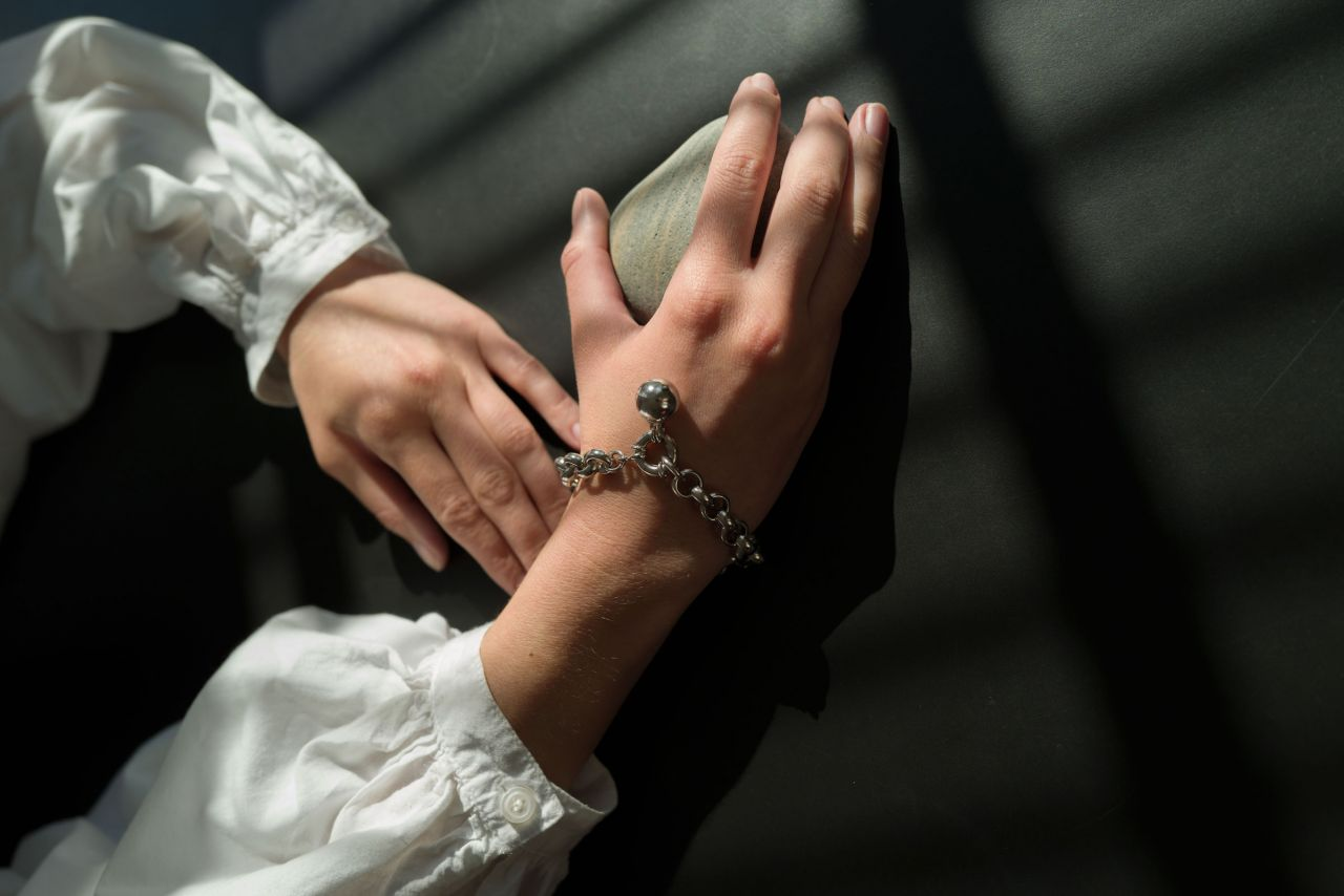 Breites Erbsarmband Silber mit dekorativem Federring
